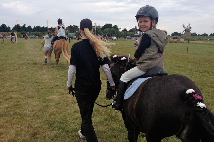 Lina Zimmermann hatte ihr Pony ganz besonders hübsch geschmückt