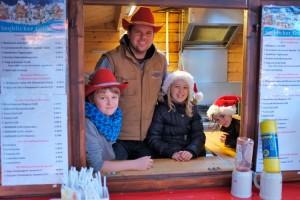 Gunnar Hesse mit seinen Weihnachtswichteln...