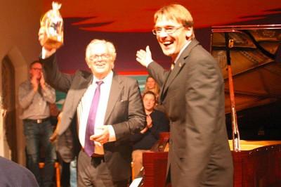 Justus Frantz und der Veranstaltungsleiter der AmrumTouristik Michael Hoff
