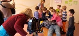 """Das Filmteam desNDR im Insel-Kindergarten """"Flenerk Jongen""""..."""