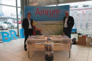 Marketingaktion bei Toyota Dello in Hamburg-Nedderfeld: Marius Harlinghaus und Erk Martinen von der AmrumToiristik