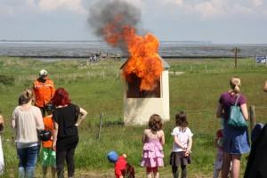 Immer wieder beeindruckend - die Demonstration eines Fettbrandes...