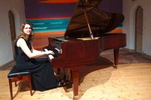 Pianistin und Steinway Künstlerin Christiane Klonz im Gemeindehaus