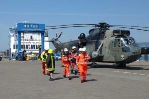 Marine Seeking von Helgoland hat zusätzliches Rettungsdienstpersonal aus Husum eingeflogen