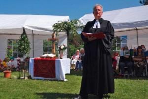 Pastor Georg Hildebrandt waltete seines Amtes...
