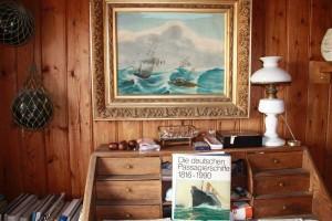 """Wie man sich eine Kapitänskajüte vorstellt: Hansens Arbeitszimmer in der """"Klapsmühle"""""""