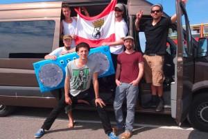 """Die """"Jungs"""" vor ihrem Tourbus..."""