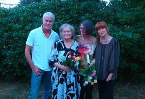Sohn Manuel Werner, Elfiede Rückert, Pianistin Esther Müller und Katja Ebsetin
