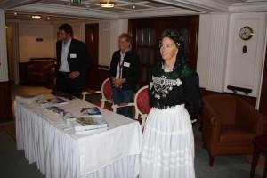 Delegation von Amrum vor dem Info-Stand der AmrumTouristik