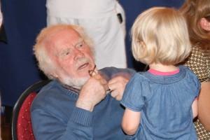 Fand Opa toll und seine Brille: Inselchronist Georg Quendens und seine Enkelin