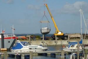 """Das """"Kranen"""" der Boote ist für die Bootseigner immer spannend..."""