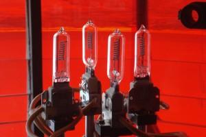 4 fach Wechseleinrichtung mit  Stecksockellampe 600 Watt, 120 Volt mit je 2500 Betriebsstunden. Fällt die Lampe im Brennpunkt aus, dreht sich automatisch eine Reservelampe in den Brennpunkt. (Foto WSA)