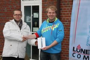 Andreas Callsen (li) freut sich über den Hauptgewinnl