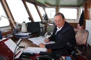 Klaus von Zezschwitz auf der Brücke der Nordfriesland