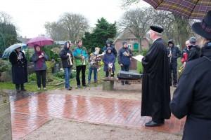 Pastor Hildebrandt vor seiner Gemeinde