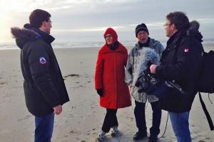 Das Kamerateam mit zwei Urlaubern aus München