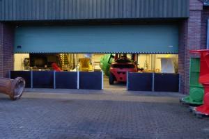 Die Tonnenbearbeitungshalle des WSA wurde vorsorglich mit dem Flutschutz gesichert...
