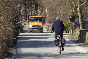 Tourismusausschussvorsitzender Peter Heck-Schau testet per Fahrrad die mögliche Höchstgeschwindigkeit...