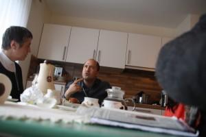 Nach dem Polizeiauto kam die Kamera dran: Tayeds vermutlich erstes Foto von seinem Vater...