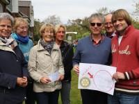 Dauerspender! Dankeschön! Scheckübergabe der Clubs Rotary und Inner Wheel Husum an Uwe Köller (rechts)