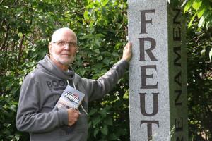 Jürgen Rath auf dem Friedhof der Namenlosen