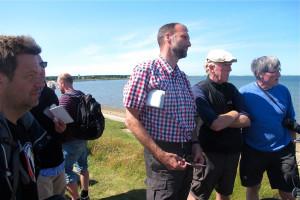 Minister Dr. Robert Habeck (vorne), Dr. Johannes Oelerich (LKN), Dr. Detlef Hansen (Nationalparkverwaltung) und Dr. Hans-Ulrich Rösner (WWF) am Steenodder Kliff