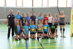 Cord Sliwka und die U-16 Volleyballmädels des KTV