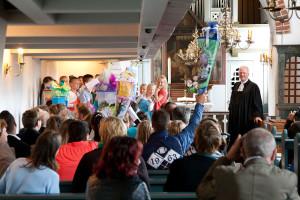 Pastor Georg Hildebrandt begrüßte die Schulanfänger/innen