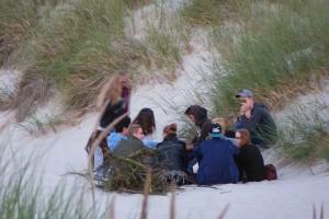 Nach Strandpartys sollte der Müll mitgenommen und fachgerecht entsorgt werden...