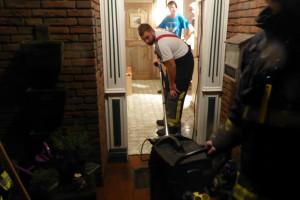 Hochleistungswassersauger  der Feuerwehr im Einsatz