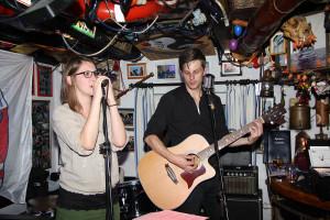Yvonne Leyck mit ihrem Freund Eric Seemann mit Gesang und Comedien