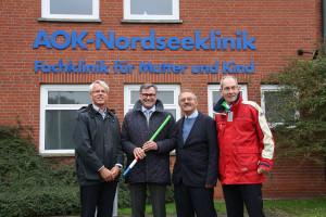 Rehasan-Geschäftsführer Frank Roschewsky, Dr. Martin Winter, Dr. Dietmar Frerichs und Klinikdirektor Markus D. Pinaß (von links)