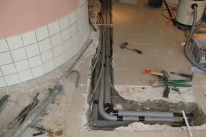 der erste Abschnitt der Wasserrohre im Saunabereich wurden bereits 2012 ausgewechselt....