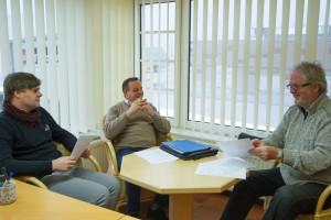 Besprechung in der AmrumTouristik: Lars Rickerts, Frank Timpe und Matthias Theis