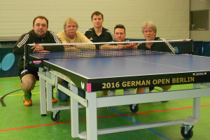 "Amrums Tischtennis-Asse mit der ""Final""-Platte der German Open 2016"