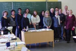 Andrea Hölscher (Mitte, hellblau gestreift) mit den Kursteilnehmern