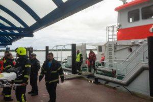 Abbruch der Suche - Feuerwehr und Sanitäter verlassen das Schiff...