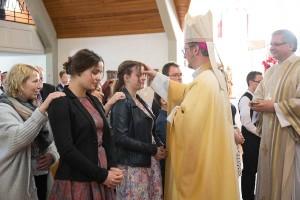 Die heilige Messe und Spende des Sakraments durch Erzbischof Dr. Stefan Heße