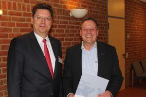 Wirtschaftsminister Reinhard Meyer und der Chef der Amrum-Touristik, Frank Timpe