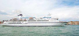 """""""MS Berlin"""" läuft Amrum an – ab 4 Uhr liegt Morgen das ehemalige Traumschiff vor Wittdün auf Reede …"""