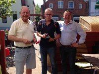 v.l. Dr. Hans von Dewall, Dr. Wolfram Kiwit, AT Vorstand Frank Timpe bei der Begrüßung zum Auftakt der Inseltour