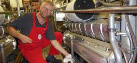 """25 Jahre im Dienste der Seenotretter – Bernd Zimmermann kümmert sich um die Maschinen des Seenotrettungskreuzers """"Ernst Meier-Hedde""""…"""