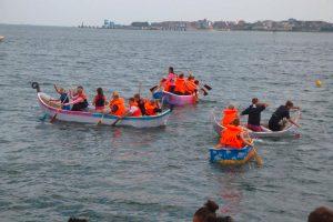 Sieben Papierboote waren dieses Jahr am Start...