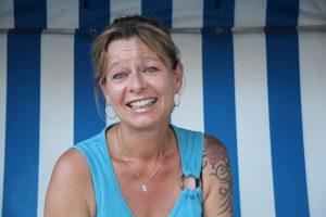 Susanne Jensen beim Interview im Blaufeuer-Strandkorb