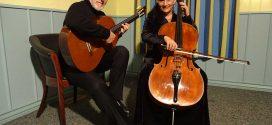 """Ariana Burstein und Roberto Legnani gastierten mit """"Musik für Cello und Gitarre"""" im Nebeler Haus des Gastes…"""