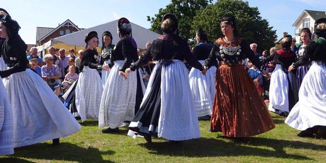 Määääähhhhh! – Viele Besucher strömten zu den 22. Amrumer Lammtagen auf der Hüttmannwiese…