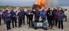 Viele Urlauber und Einheimische zog es zur Amrumer Sonnenwendfeier an den Nebeler Strand…