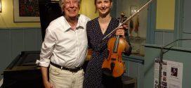 """Ausverkauft! – Prof. Dr. Joachim Dorfmüller und seine TochterAnn-Kristin Mertmannpräsentierten """"Ein Abend für Ludwig van Beethoven""""…"""