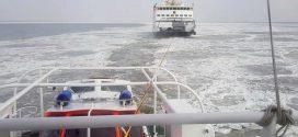 Eislage an der Nordsee: Seenotretter kommen vor Amrum Fähre mit Maschinenausfall zu Hilfe