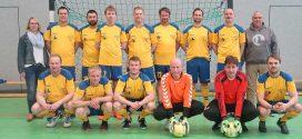 Amrum`s Feuerwehrfußballer für die kommende Fußballsaison neu eingekleidet …